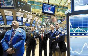 Traders watch the inaugural speech of President Barack Obama on the floor of the New York Stock Exchange Tuesday, Jan. 20, 2009.(AP Photo/Richard Drew)
