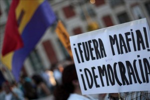 calle-Madrid-mafia-hola-democracia_EDIIMA20131005_0373_5