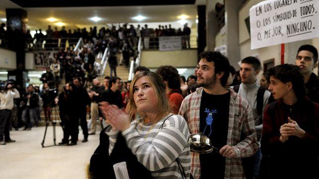 Concentración en la Universidad Complutense en contra de la instalación de capillas en la universidad pública