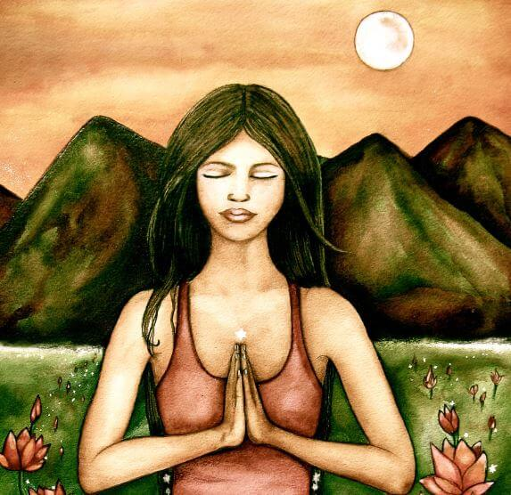 Mujer meditando con la naturaleza de fondo
