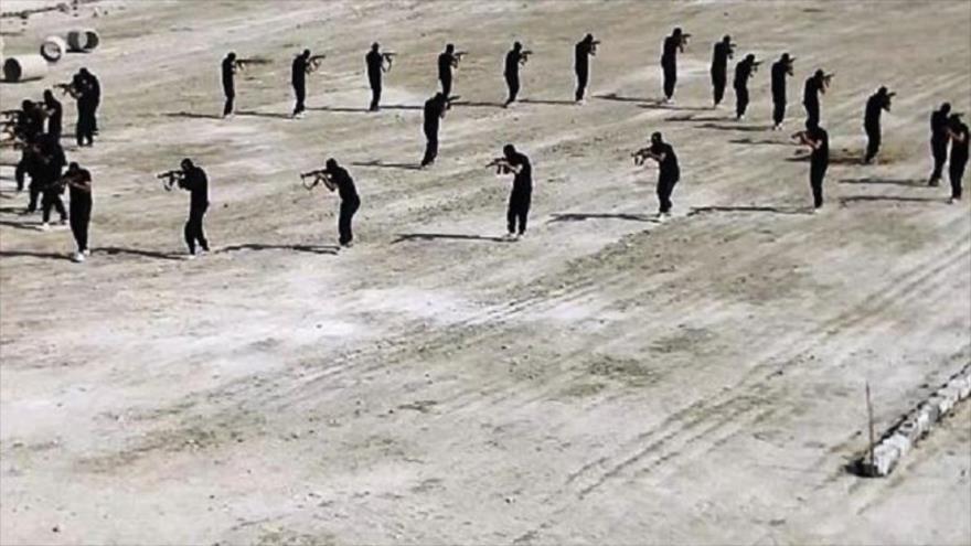 Terroristas de Daesh durante una sesión de entrenamiento.