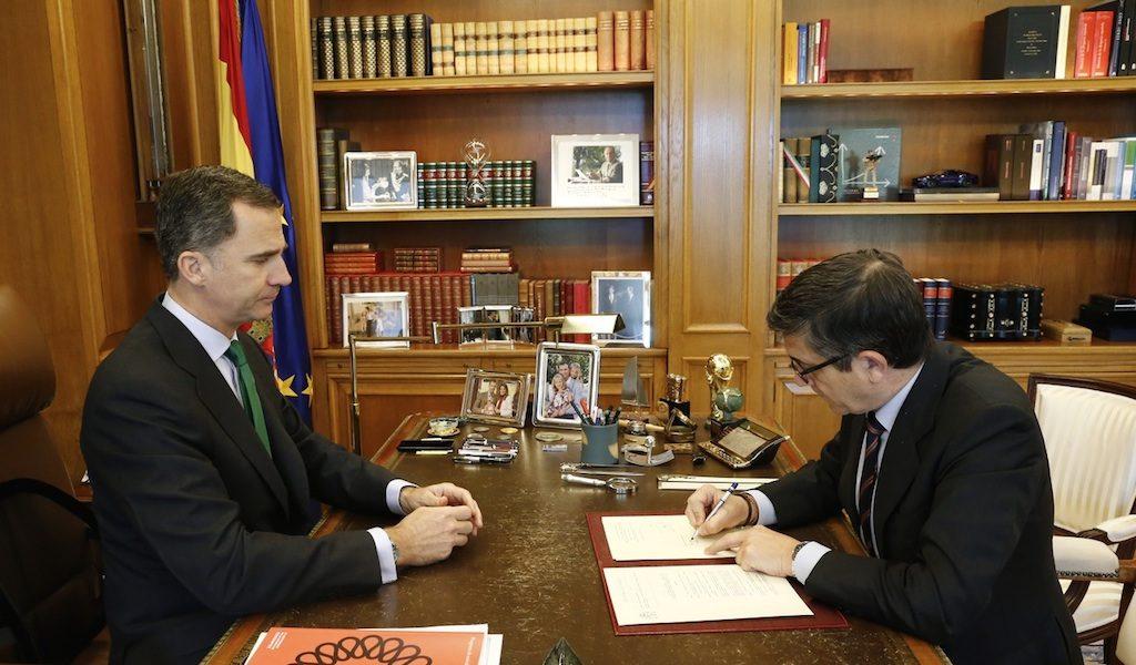 firma_decreto_convocatoria_elecciones