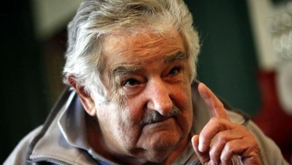 José Mujica se une a otras voces del continente que condenan el golpe de Estado en Brasil.