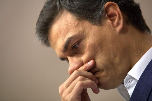 MADRID 29/10/2016 POLITICA Pedro Sanchez durante su comunicado de prensa tras hacer entrega de su acta como Diputado en el registro del Congreso de los Diputados este medidodia .imagen DAVID CASTRO