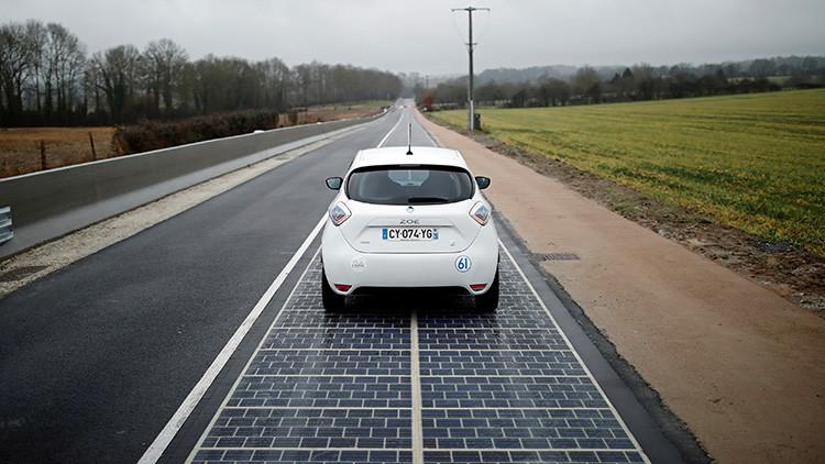 El camino del Sol: Francia crea la primera carretera formada por paneles solares